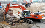 Bardai group offers excavator with breaker, specialized in the demolition and rock breaking.